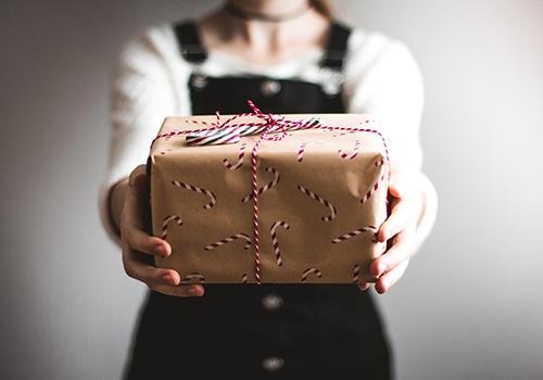 Dossier spécial Noël : Etrennes et cadeaux, comment puis-je donner sans fiscalité ?